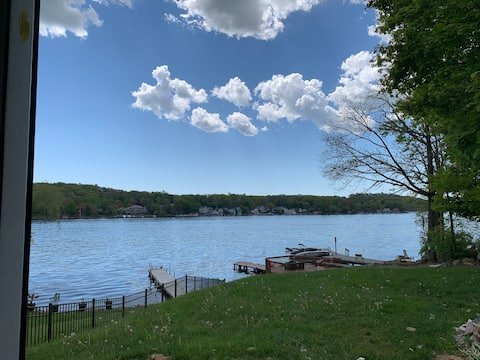 Entire apt, Amazing View Lakefront with a dock