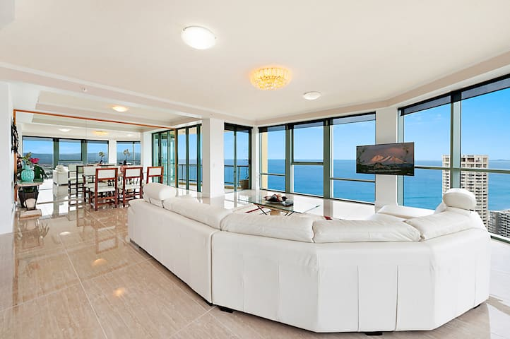 GOLD COAST LUXURY OCEAN FRONT APARTMENT - Surfers Paradise - Lejlighed