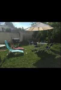 Maison chaleureuse avec son jardin - Villepinte - Haus