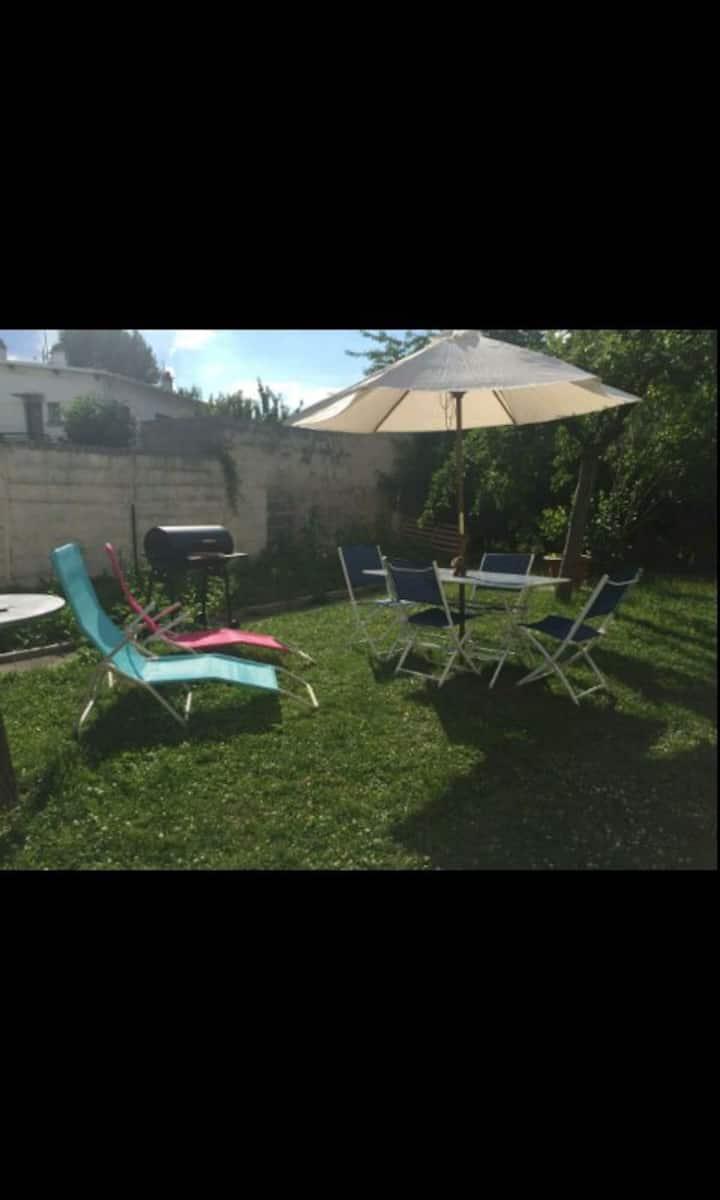 Maison chaleureuse avec son jardin