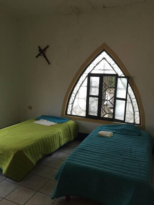 3 camas individuales