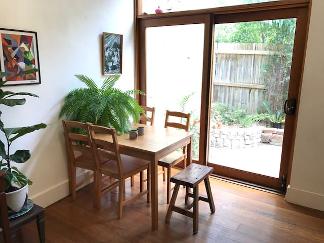 Cute Cottage close to Trains, Park, and CBD - Redfern - Hus