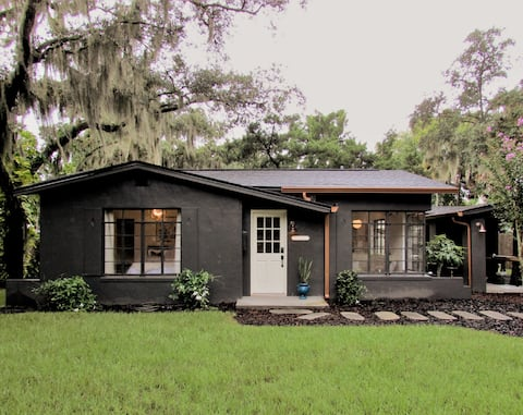 Little Black House - Steps from the Indian River