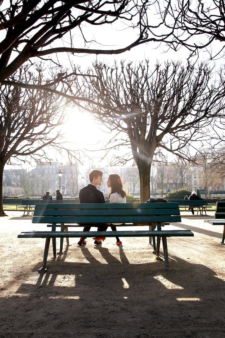 A couple on L'île de la Cité