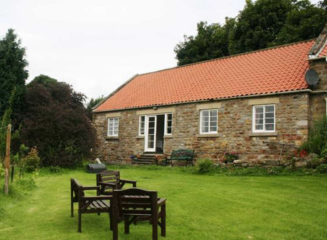 Feather Holme Farm Cottage (DC4690)