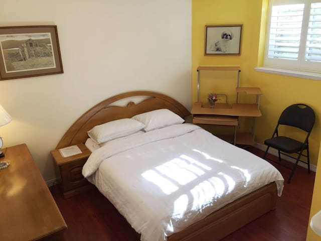 Fraser Heights Wonderful Room 2