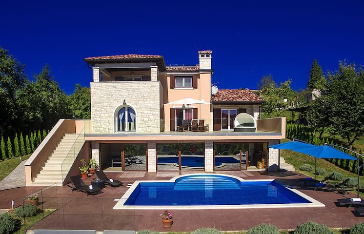 Modern holiday house, villa Brazzana