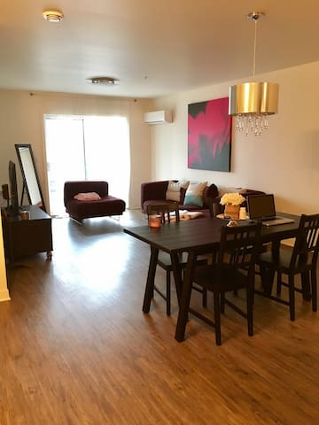 Cozy apartment in Laval. Right off highway 13N. - Laval - Daire