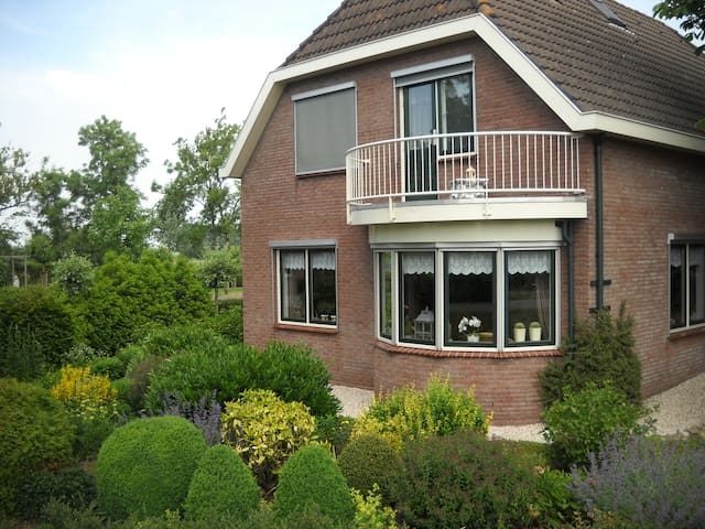 """LANGS DE VLIST"" Bed en (Breakfast) - west"