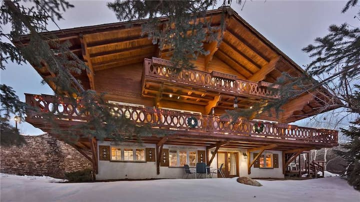 Authentic Mountain Home + Hot Tub + Sauna + Ski Shuttle - Senner Chalet