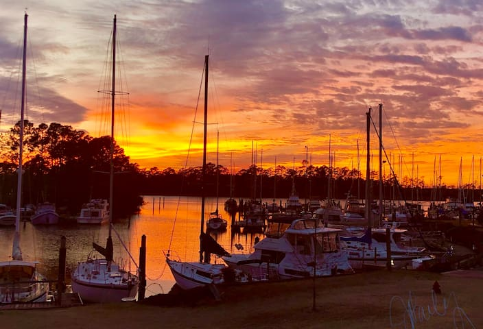 Relax at the marina & enjoy your visit to New Bern