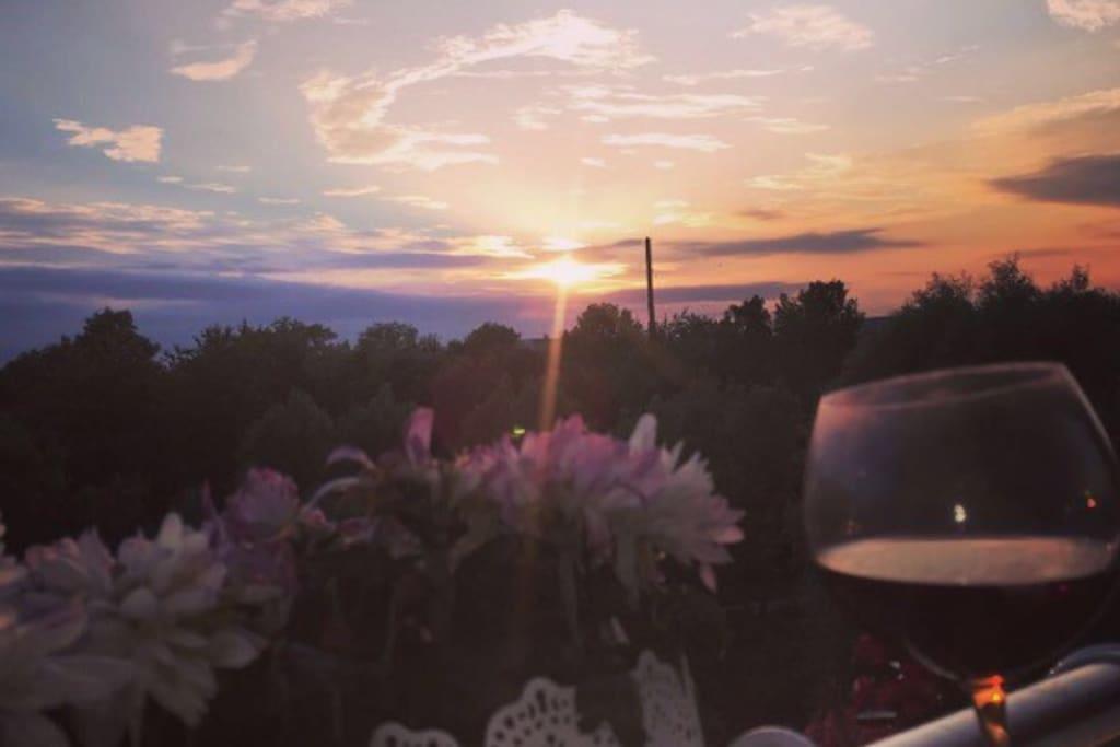 Udsigt fra den ene altan, sen solnedgang. View!!