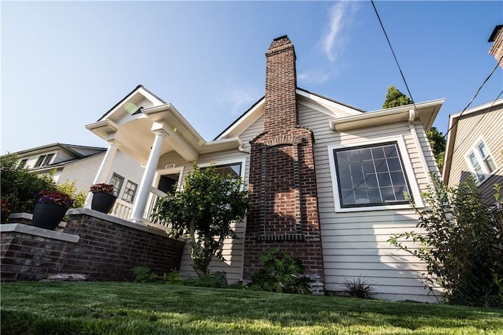 Charming Tangletown Tudor - Seattle - Casa