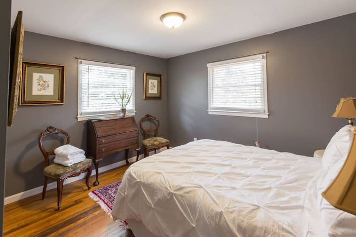 Catlin Cottage - walk to the Swamp Rabbit Trail!