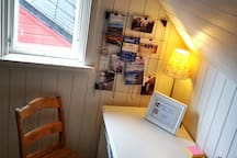 Small laptop-friendly office area. No fjord view there :)