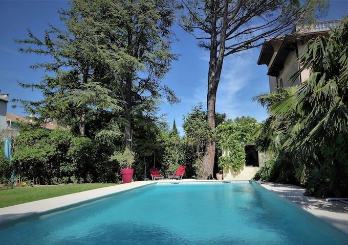 "Avignon Center ""paradise"" with pool"