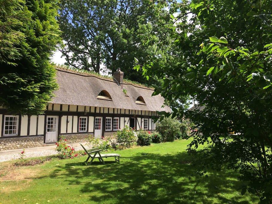 Une chaumi re un jardin magique maisons louer for Jardin potager a louer 78