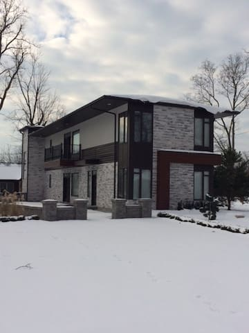 Cozy Fully Furnished House for rent - Leamington - Maison