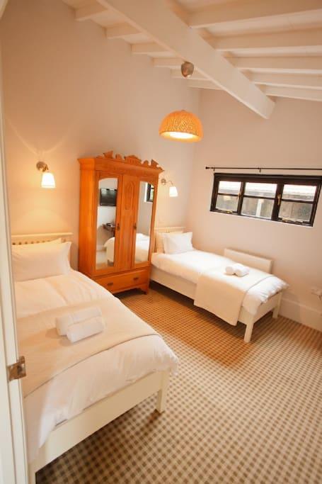 Twin Bedroom - Garden Suite
