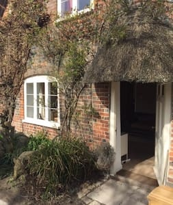 Old Thatched Cottage - sleeps 6 - East Kennett - Hus