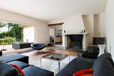 Nice room in beautiful villa - Utrecht