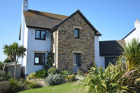 A peaceful and welcoming retreat close to beaches