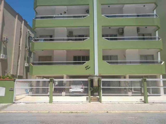 Confortável apartamento, Meia Praia Mobiliado, 3ar