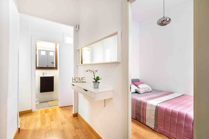Room#1   Private Apartment   Near Sants Station