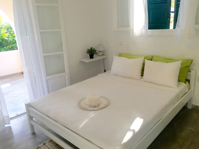 2 Bed Pretty Garden Apartment 2 - Spetses - Apartamento
