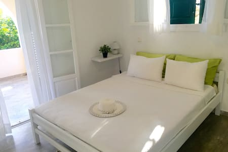 2 Bed Pretty Garden Apartment 2 - Spetses