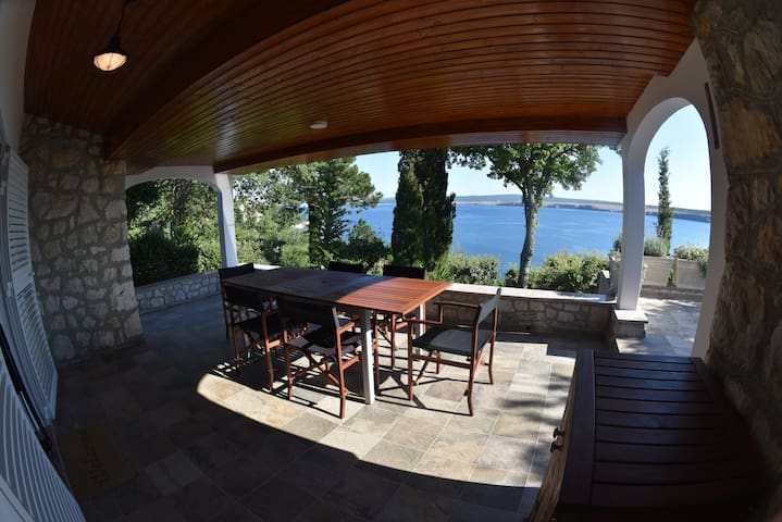 Seascape 2 - beautiful home with stunning view