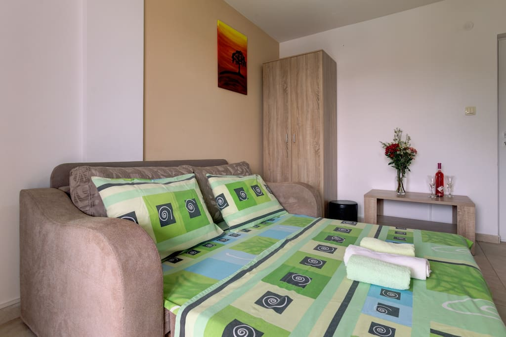 Place is air-conditioned, offers TV and regular change of linens.