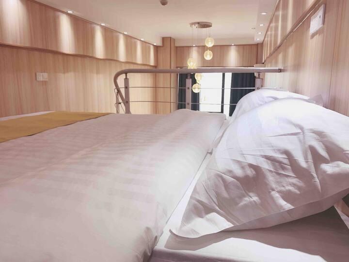 【栖坞】南昌西站 loft复式 木质美屋 温馨大床  落地窗 设施齐全 近国博城 国体 万达乐园