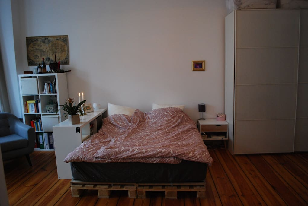 bedroom with comfy kingsize bed (1,60x2,00m)