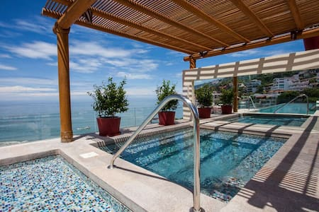 SUITE AMAPA* OCEAN VIEW Steps from Beach @V177 !!!