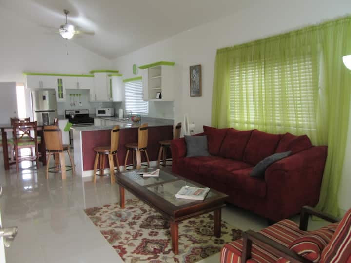 ENDZ RENTAL 1 AWAITS YOU-DUPLEX, LG. FAM. WELCOME.