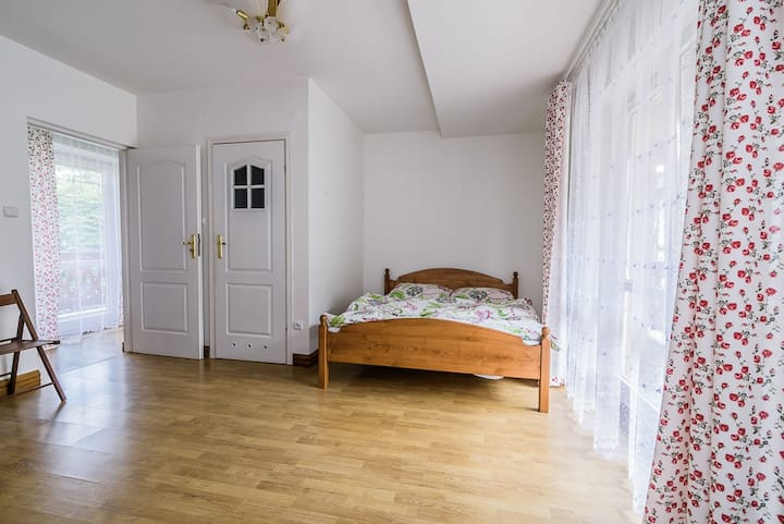 Large cozy room in quiet area,close to town center