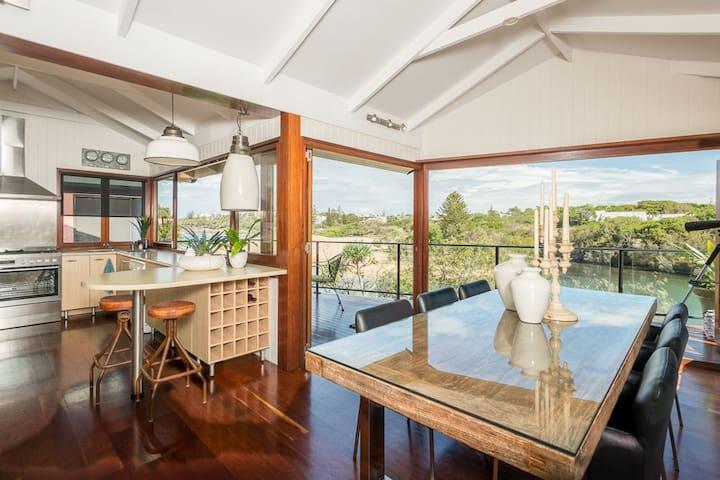 Hounddogs Beach House - Caloundra - Casa