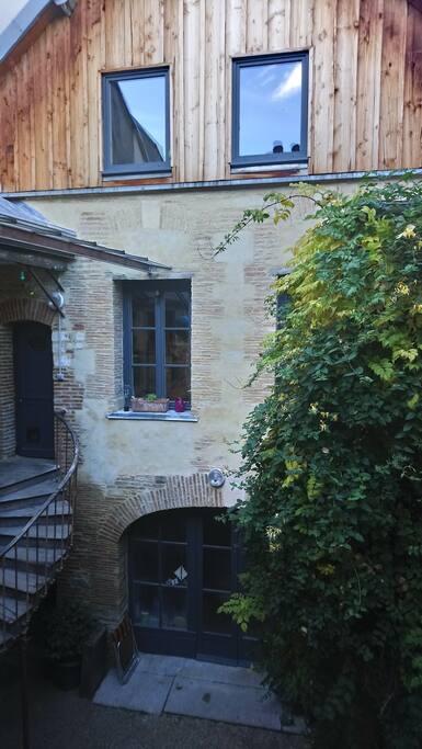 façade arrière sur cour vue depuis le studio