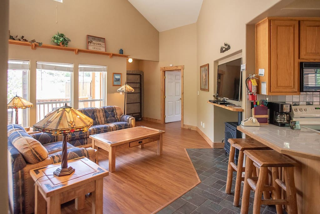 The open floor plan make the chalet an ideal place to spend time together