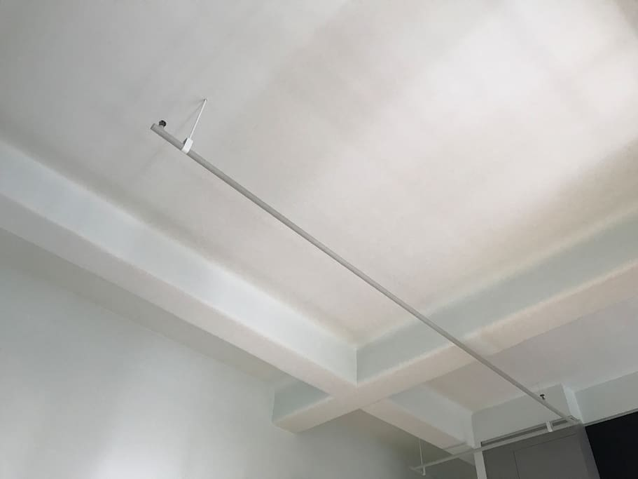 High ceilings with exposed beams and water-pipes