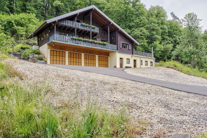 Cozy Chalet in Mürlenbach with Forest Near