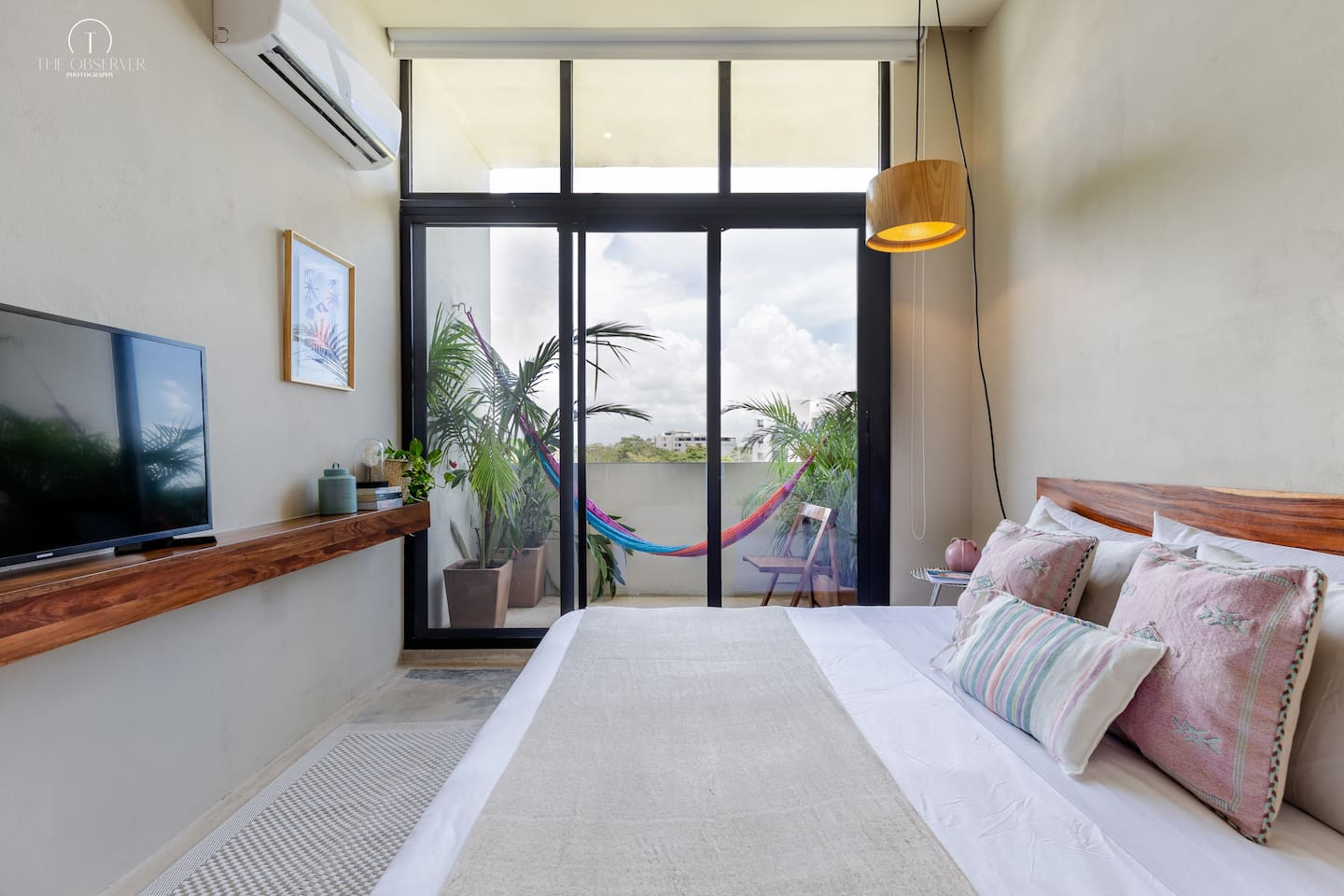 King size bed. Balcony with hammock. Smart TV. Air Conditioner.