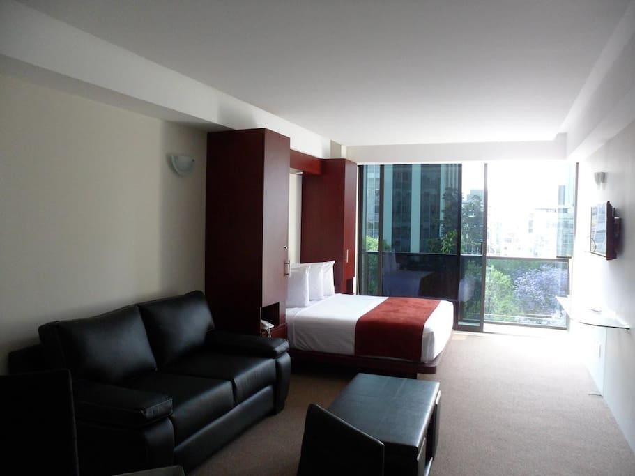 8 Suites per level