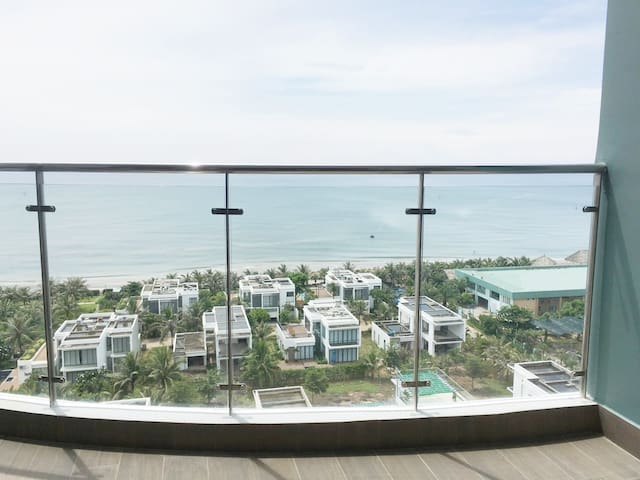 Stunning Sea View 2BR Flat - 2 Mins to the Beach
