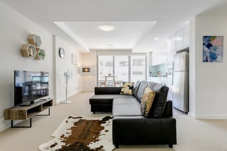 Modern Cozy Brand New Apartment Close to Station