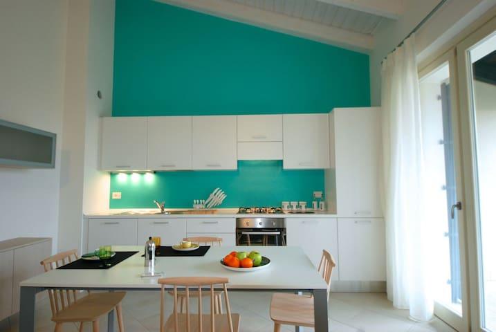 Moderne Ferienwohnung mit Pool - Cavaion Veronese - Leilighet