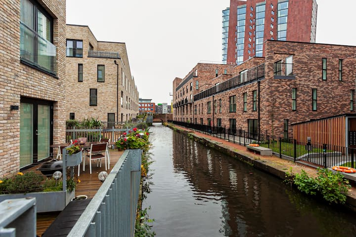 Stunning Peaceful Canal-side Home w/ Free  Parking