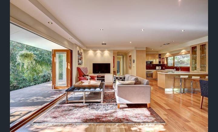 Adelaide Hills, beautiful home amongst the Birches