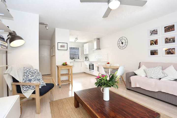 Family friendly and close to airport and CBD
